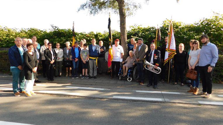 Familie en leden van de oud-strijdersvereniging woonden de herdenking bij.