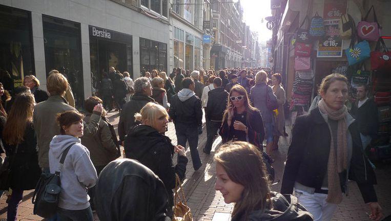 De controleurs spraken in en rond de Kalverstraat 622 jongeren aan die op straat rondhingen. Foto Floris Lok Beeld