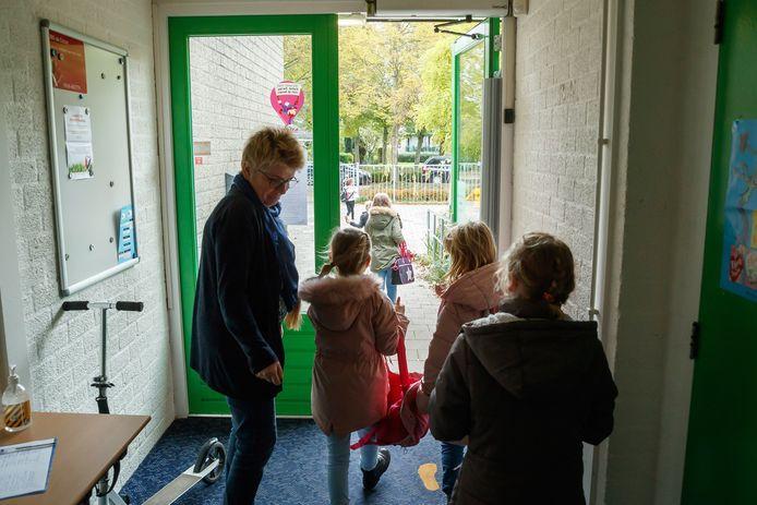 Openbare basisschool De Cocon in Klundert sluit op 1 augustus volgend jaar de deuren. De gemeenteraad voelt er niks voor om als gemeente de school in de lucht te houden.