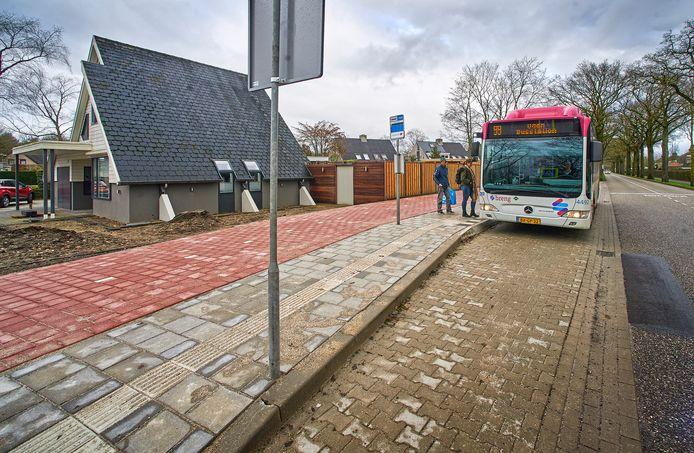 De omstreden bushalte aan de Hoevenseweg in Uden, hoek Krijten.