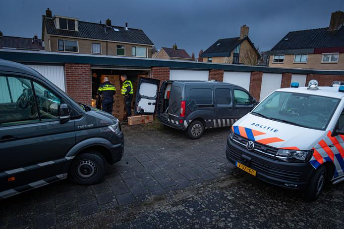Er werd 2000 kilo illegaal vuurwerk ontdekt in woonwijk in IJsselmuiden.