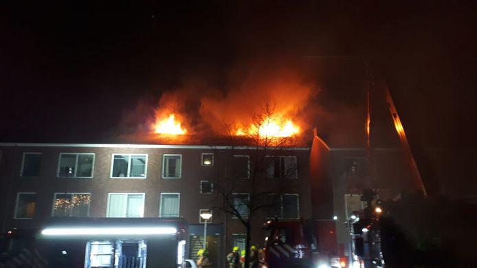 De brand aan de Insulindesingel is tot in de wijde omgeving te zien.