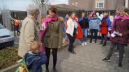 Leerkrachten gemeenteschool staken niet, maar delen als superhelden flyers uit