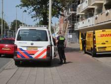 DHL-bezorger met geweld van bus beroofd op Waldeck Pyrmontkade