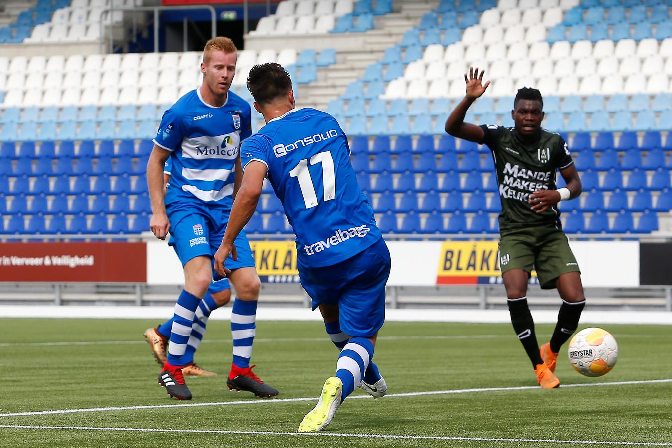 Denis Genreau maakt de 2-0 voor PEC Zwolle.
