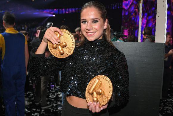 Laura Tesoro kreeg voor de tweede keer de award van TV-ster. Primeur: dit jaar won ze ook de prijs 'Coole Chick'.