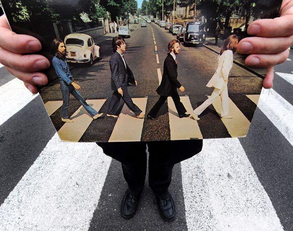 Het Beatles-album Abbey Road staat na vijftig jaar weer op de eerste plaats in de Album Top 100. Ter gelegenheid van het 50-jarig jubileum van de iconische plaat verscheen vorige week vrijdag een speciale editie. Abbey Road voerde de Album Top 100 in december 1969, bijna drie maanden na de release, voor het laatst aan.