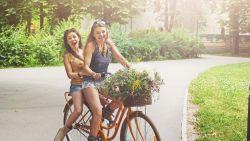"""""""De fiets van mijn puberdochter is gestolen. Moet ze zelf een nieuwe betalen, als straf?"""""""