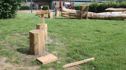 Vandalen vernielen deel van nieuwe zitbank achter Jo Baetens (slechts twee dagen na voorstelling van project)