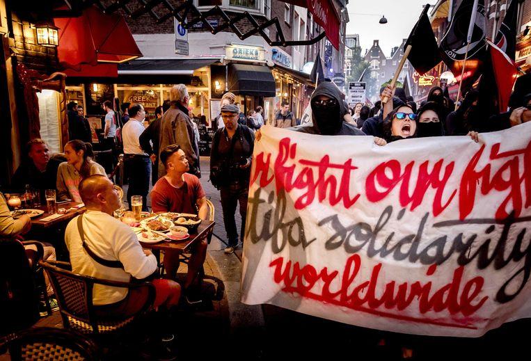 Protest tegen racistisch geweld in Amsterdam door Anti Fascistische Actie (AFA).  Beeld EPA