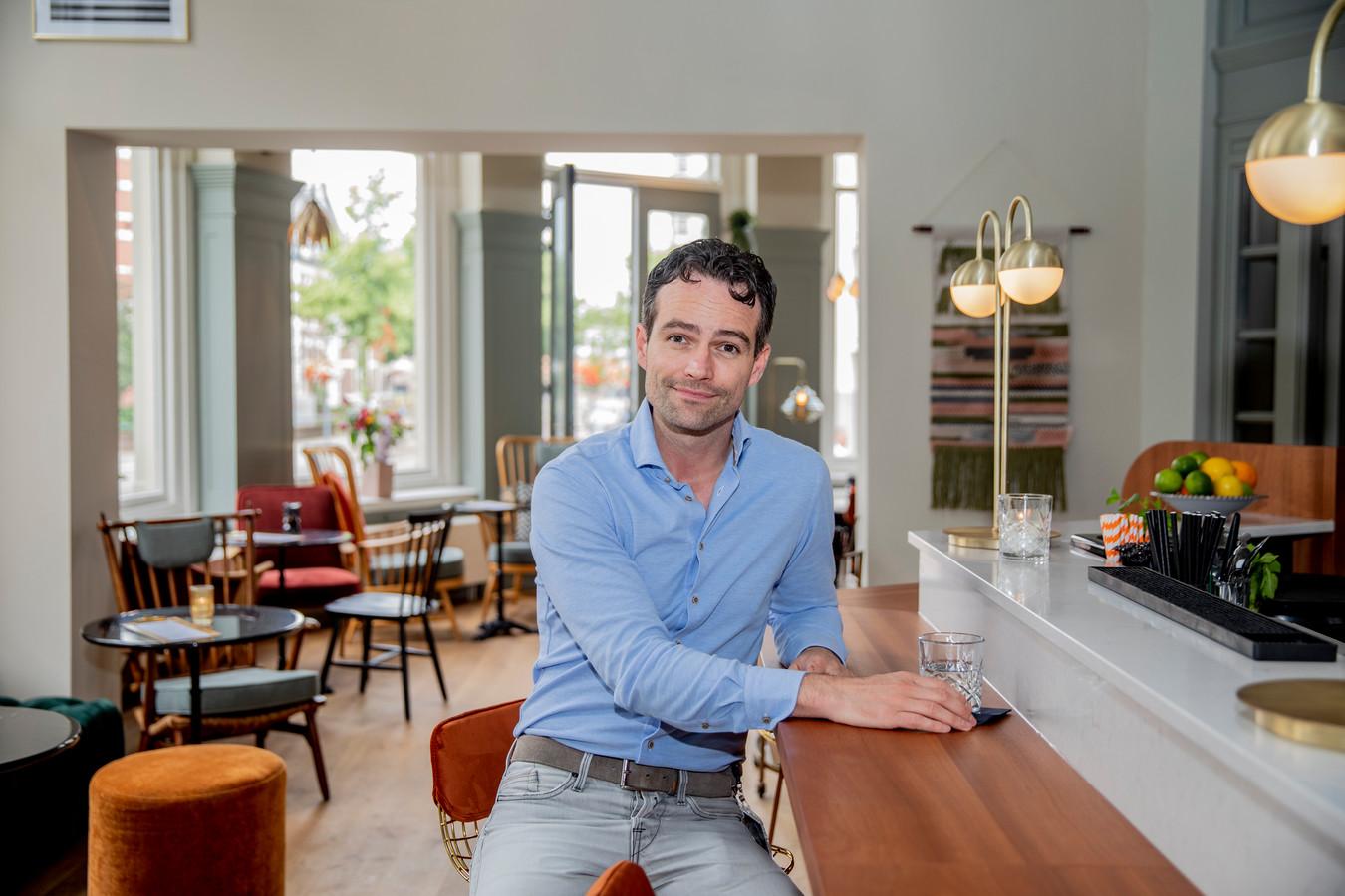 """Jurgen van Workum, eigenaar van boetiekhotel Finch. ,,Als je hier lang woont, besef je het misschien niet meer, maar Deventer is echt een geweldige stad. En er is hier nog zoveel meer mogelijk."""""""