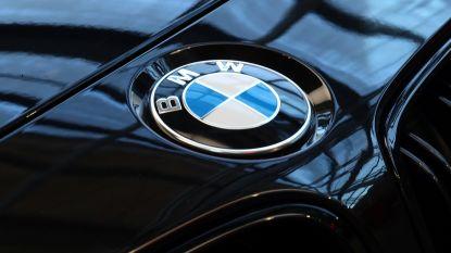 15-jarige rijdt na politieachtervolging met gestolen BMW in op auto's op E42: meerdere gewonden