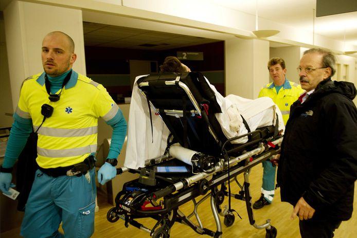 De Rotterdamse oogarts Tjeerd de Faber ziet elke jaarwisseling opnieuw de slachtoffers van de vuurwerktraditie in zijn Oogziekenhuis.