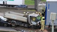Werknemer van tuinaanlegbedrijf zwaargewond bij spectaculair ongeval aan Kennedytunnel