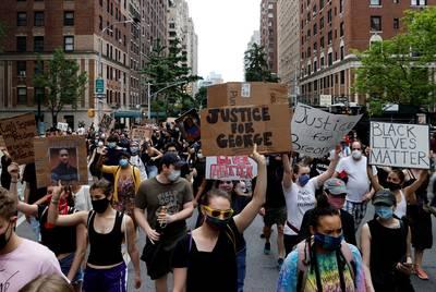 Minneapolis verbiedt nekklem en andere wurggrepen door politie