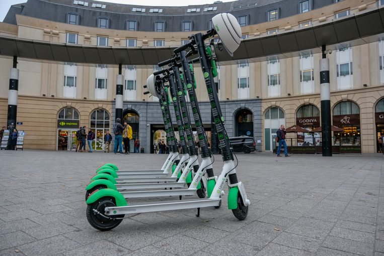 LIME lanceert elektrische deelsteps voor een andere mobiliteit in de stad: Voorstelling van de step aan Centraal Station.
