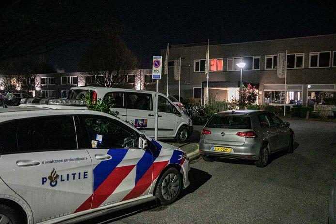 Politie ter plaatse na de vechtpartij in Velp, afgelopen vrijdagavond.