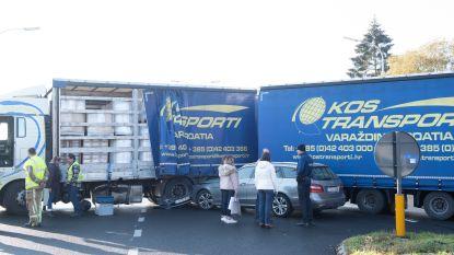 Ongeval nadat vrachtwagen met oplegger rechtsomkeer wil maken op N60 in Zingem