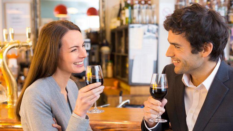 'Onze respondenten kiezen als eerste date zelden voor een romantisch etentje bij kaarslicht.' Beeld thinkstock