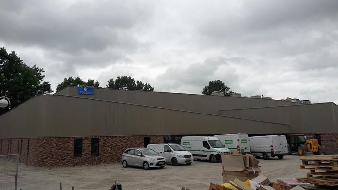 De nieuwe sporthal De Werft in Kaatsheuvel is bijna af.