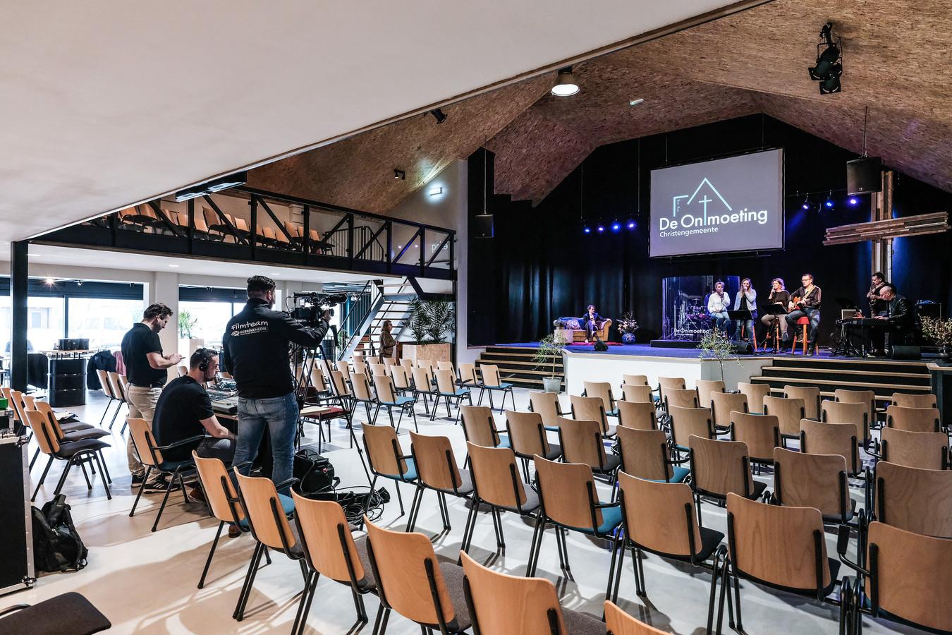 Dienst van christengemeente De Ontmoeting in Winterswijk voor een lege zaal.