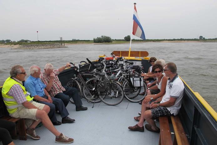 Het pontje tussen Dodewaard  en Druten over de Waal. Volgend jaar vaart een soortelijke pont tussen Ooij en Bemmel.