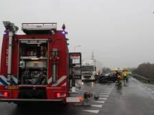Twee gewonden bij autobotsing bij afrit A1 in Holten