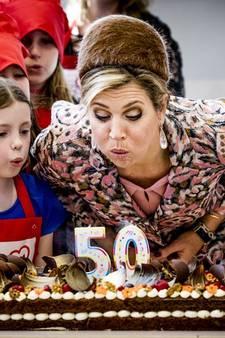 Koningin blaast samen met kinderchefs 50ste Resto VanHarte open in Lelystad