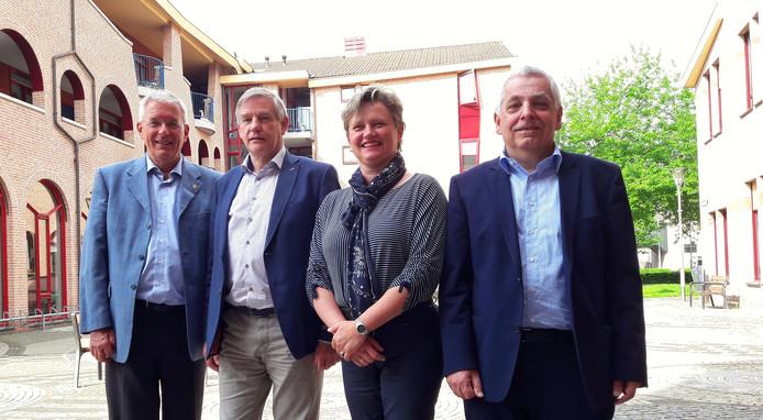 Vanaf links: burgemeester Peter de Koning (VVD), wethouder Rob Peperzak (CDA), wethouder Janine van Hulsteijn (VVD) en wethouder Peter Lucassen (SP).