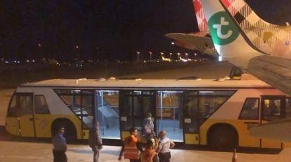 """Vlucht richting Schiphol moet tussenlanding maken: """"De stank van die passagier was niet te harden"""""""
