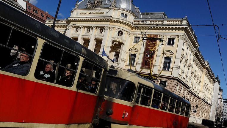 Een tram in Bratislava. Beeld