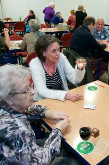 Alcoholconsumptie het hoogst onder hoogopgeleide ouderen