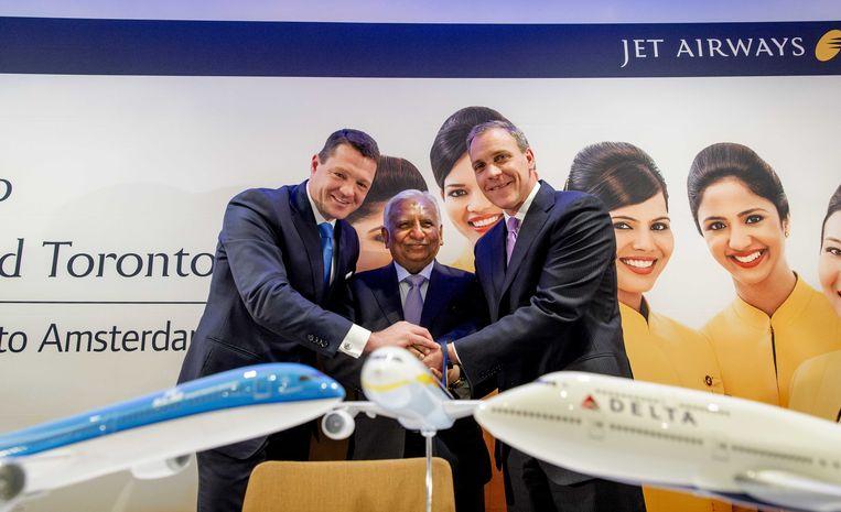 Naresh Goyal van Jet Airways in het midden naast Pieter Elbers van KLM (links) en Nat Pieper van Delta Air Lines (rechts) Beeld ANP