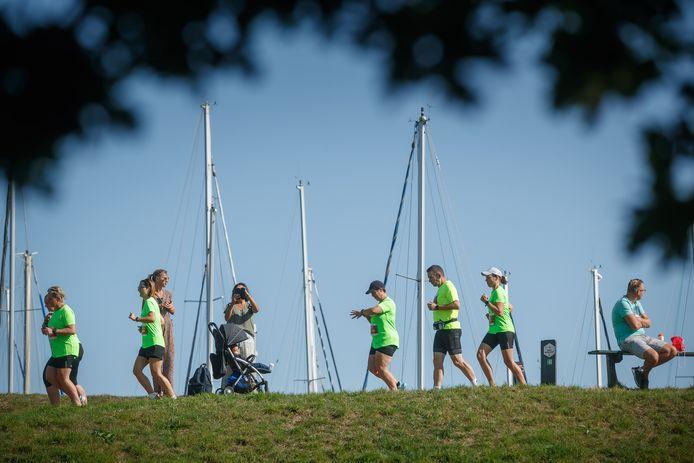 Willemstad - 20-9-2020 - Foto: Pix4Profs/Marcel Otterspeer - Ondanks corona toch een Vestingloop. Deelnemers startten daarom wel in kleine groepen.