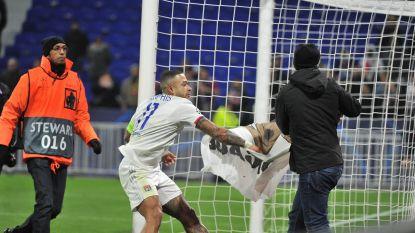 """Lyon-spelers in clinch met eigen fans: """"Wie neemt nu de moeite om een ezel op een spandoek te schilderen? Ze spuugden zelfs naar ons"""""""