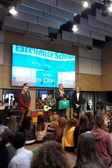 Minister Slob deelt predicaat excellente scholen uit in Gouda, ook titel voor Scala