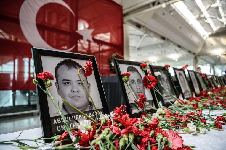 Herdenking van de werknemers die zijn overleden tijdens de aanslag op Atatürk Airport Beeld afp