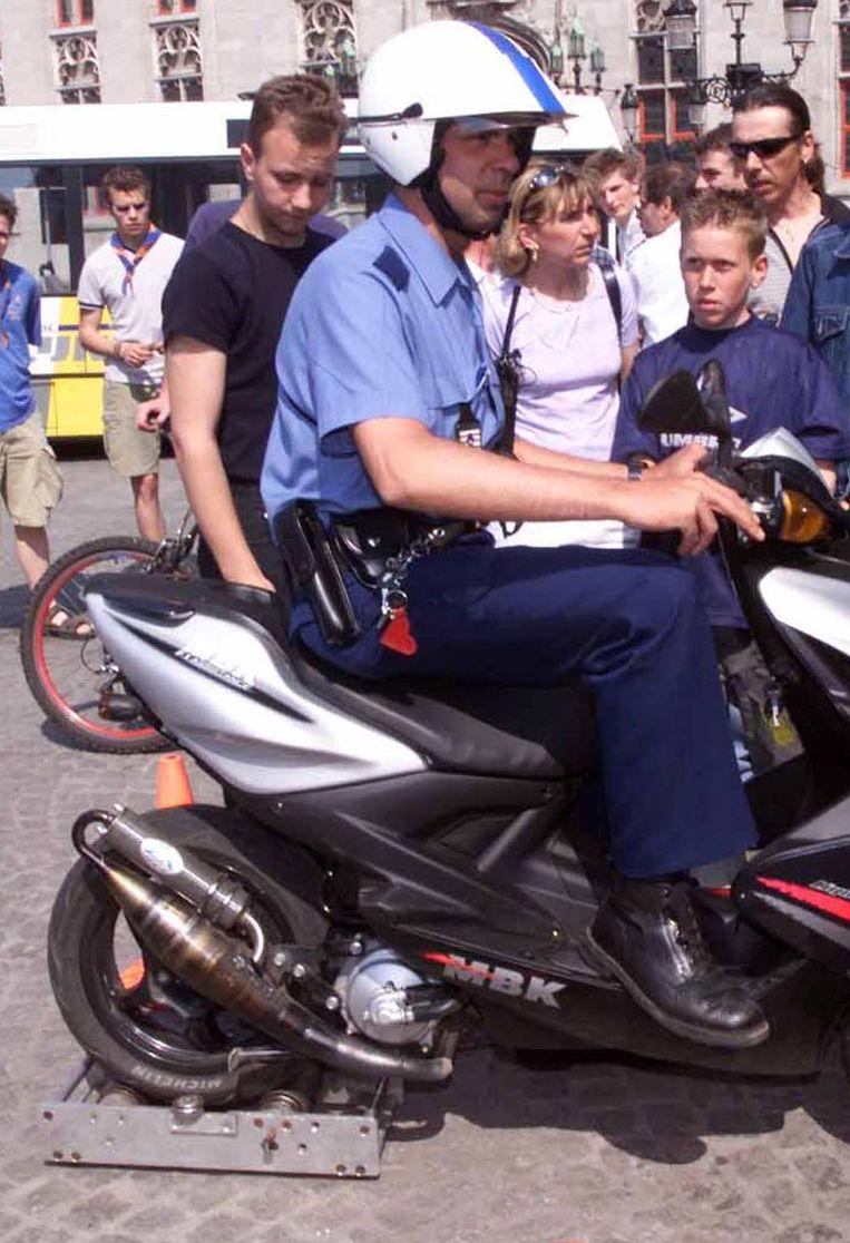 Op de rollen van de politie haalde de bromfiets 99 kilometer per uur.