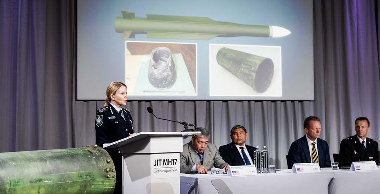 Jennifer Hurst, een Australisch lid van het JIT, dat onderzoek doet naar de crash van vlucht MH17, tijdens een update over de resultaten, 24 mei 2018. Beeld ANP
