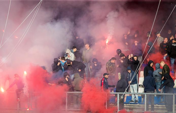 Fans zijn massaal naar het Koning Willem II Stadion gekomen voor de laatste training.