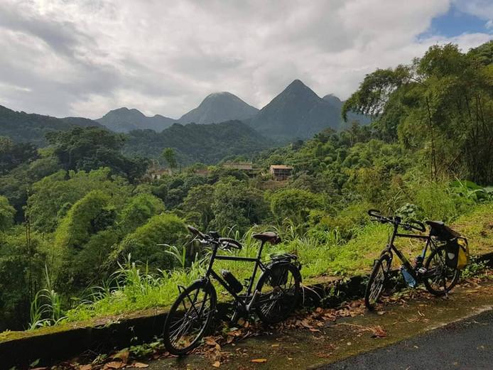 En Martinique, lorsqu'ils avaient des jours de congé, il enfourchaient leur vélo et faisaient le tour de l'île.