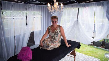 Verwennerij in coronatijden: Anneke masseert je aan de Moervaart