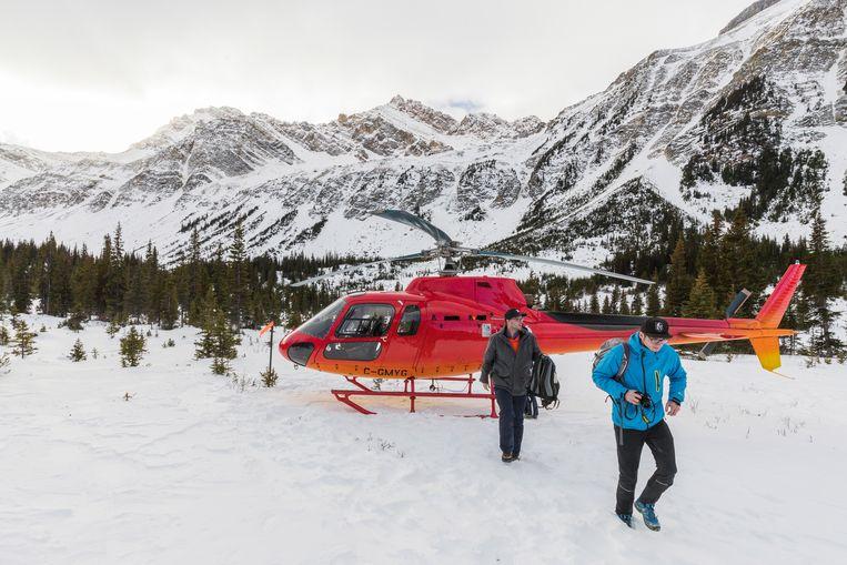 Als het niet te hard sneeuwt is de helikopter een prachtige manier om de woeste Rockies te verkennen Beeld Jonathan Vandevoorde