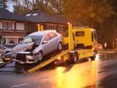 Twee auto's botsen op elkaar in Apeldoorn: gewonde naar ziekenhuis