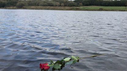 Een roos met een briefje aan een hek zorgt voor wereldwijde ontroering