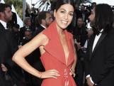 Le recyclage sympa: sa robe est faite avec le tapis rouge de l'année passée