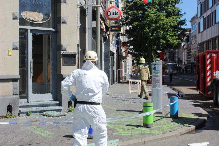 Een branddeskundige kwam ter plaatse voor een onderzoek in de getroffen panden