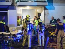 Brandweer redt twee zwaargewonde mensen uit brandende slaapkamer