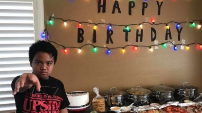 ONTROEREND: Millie Bobby Brown beurt jongen op die 'Stranger Things'-feestje gaf waar niemand kwam opdagen