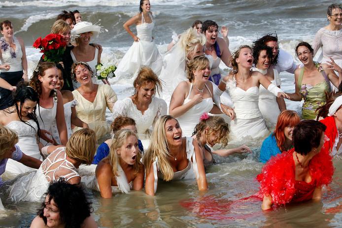Gun Je Bruidsjurk Een Tweede Leven Binnenland Ad Nl